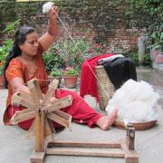 Spinnerin der Kaschmirwolle aus Nepal, i-must-have.it