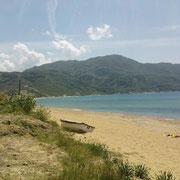 Bucht von Agios Georgios mit Hausberg Arakli