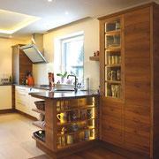 Die angrenzende Küche