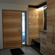 Bild 3. Auch die Haustüre wurde passend in Braunesche gefertigt.