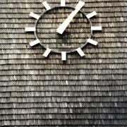 GFK-Antennenverkleidung Holzfassade