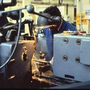 Opérateur sur rectifieuse cylindrique CC