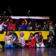 Im Bus / die Schauspieler / nach gelungenem Auftritt Traumsuse fängt die Zeit