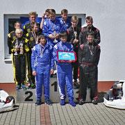 Siegerehrung der Mannschaften: Platz 3 MSC Land Hadeln I (re.)