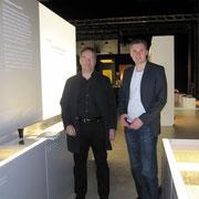 Oliver Hirsch und Patrick Fick in den Räumen der Ausstellung