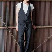 身長157cm スレンダーモデルのtomoちゃん:ブラック着用