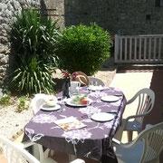salon de jardin gite pays cathare gites de france à Termes dans l'Aude