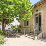 terrasse jardin  domaine gite les Iris au Domaine viticole Saint Jacques d'Albas à Laure Minervois dans l'Aude