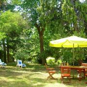 salon de jardin gite Pays Cathare Gites de France dans l'Aude à Narbonne