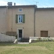 gîte  pays cathare En Payan à Saint-Martin-Lalande 3 épis gites de france la terrasse vue du jardin