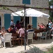terrasse vacances en famille gite Pays Cathare Gites de France dans l'Aude à Mailhac en Minervois