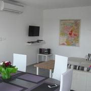 côté salle à manger gite Pays Cathare Gites de France dans l'Aude à Pennautier en Cabardes