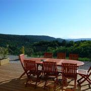 terrasse avec vue gite dans l'Aude pays cathare gites de france à Véraza avec piscine