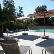 terrasse piscine exterieure gite pays cathare à Raissac d'Aude