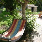 détente au jardin gite pays cathare dans l'Aude à Rouffiac dans les Corbières, label Gites de France