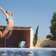 piscine gite pays cathare à Roubia dans l'aude, label gites de france, avec piscine