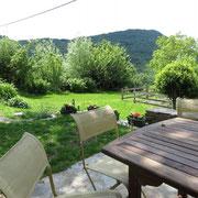 terrasse gite Pays Cathare Gites de France dans l'Aude à Castan en Montagne noire