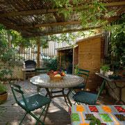 Terrasse gite Pays Cathare Gites de France dans l'Aude à Fraissé des Corbières, Aude
