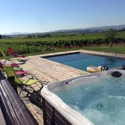 Piscine et vignes gite Pays Cathare Gites de France dans l'Aude à Pennautier en Cabardes