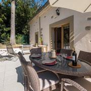 Gites Pays Cathare loubatous à Castelnaudary salon de jadin