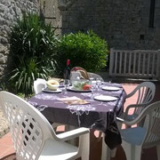 terrasse gite pays cathare gites de france à Termes dans l'Aude