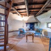 Coin cheminée gite Le Moulin au Domaine de Saint Jacques d'Albas à Laure Minervois dans l'Aude