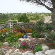 jardin gite dans l'Aude au domaine de castelsec à Roquefort des Corbières clevacances et pays cathare