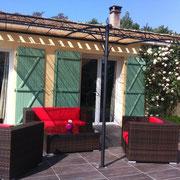 terrasse salon de jardin  gite pays cathare à Saint Denis dans l'Aude labélisé Gites de France