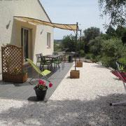 terrasse gite dans l'Aude à Roquefort des Corbieres, label pays cathare et gites de france