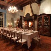 salle à manger gite pays cathare Clevacances à Plaigne Château la Commanderie dans l'Aude