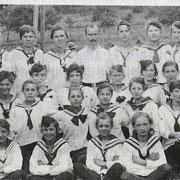 Eine Frauen- und Männer-Riege bunt gemischt 1924 / 1925