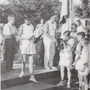 Siegerehrung bei einem Fest auf dem Turnplatz 1954 - 1956