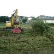 重機による草刈状況