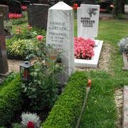 Einzelgrab griechischer Marmor Friedhof Weihenzell