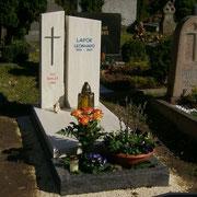 Einzelgrab mit Teilabdeckung Estremoz und Orion Stadtfriedhof Ansbach