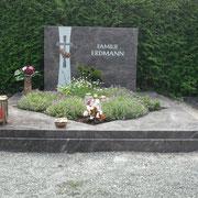 Doppelgrab Hymalaya neur Friedhof in Sachsne b. Ansbach
