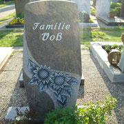 Einzelgrabstein Paradiso mit Sonnenblumen Friedhof Petersaurach