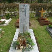 Einzelgrab Säule Wiscount White Waldfriedhof Ansbach