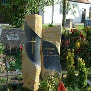 Basaltsülen für ein Doppelgrab Friedhof Elpersdorf