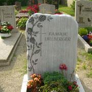 Einzelgrabstein Griechischer Marmor Rosenranke Friedhof Heilsbronn