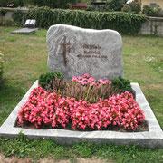 Doppelgrabstein Gletscherfels geschliffen Mulzicolor grün Friedhof Obersulzbach