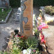 Einzelgrab Basaltsäule Friedhof Dinkelsbühl
