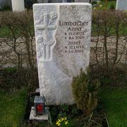Spaltfels für ein Einzelgrab Friedhof Herrieden