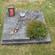 Urnengrabplatte Orion Waldfriedhof Ansbach