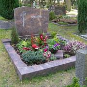Doppelgrabstein Hymalaya Waldfriedhof Ansbach