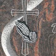 Kreuz mit betenden Händen