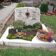 Doppelgrabstein Palisandro Fels Friedhof Eyb