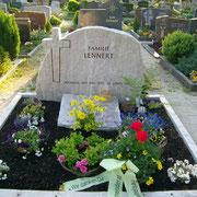 Doppelgrabstein Palisandro fels Friedhof Neuendettelsau