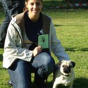 Mila mit Frauchen Mona nach der bestandenen Begleithundprüfung
