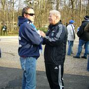 Jochen im Gespräch mit Hermann Rieger in Karlsruhe